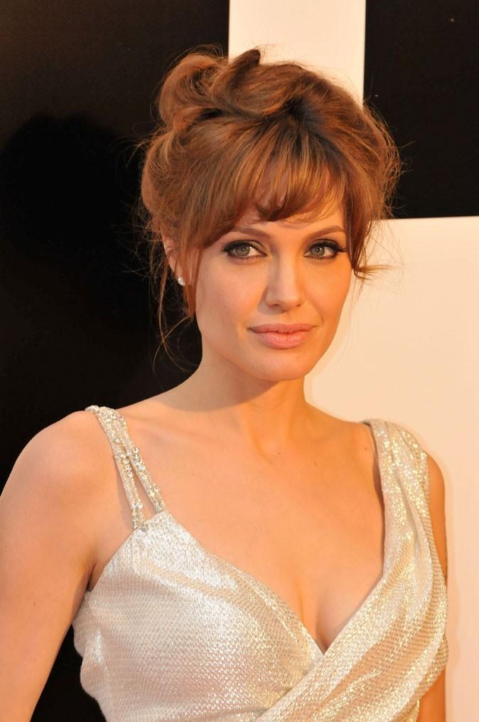 Angelina Jolie : un chignon glamour en 2010
