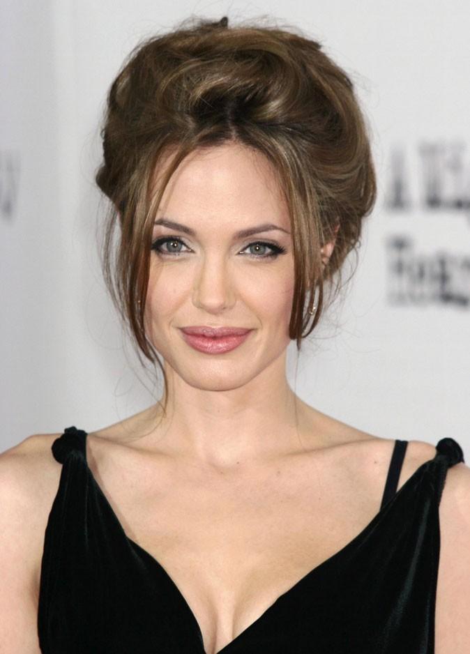 Angelina Jolie : un chignon gonflé en 2007
