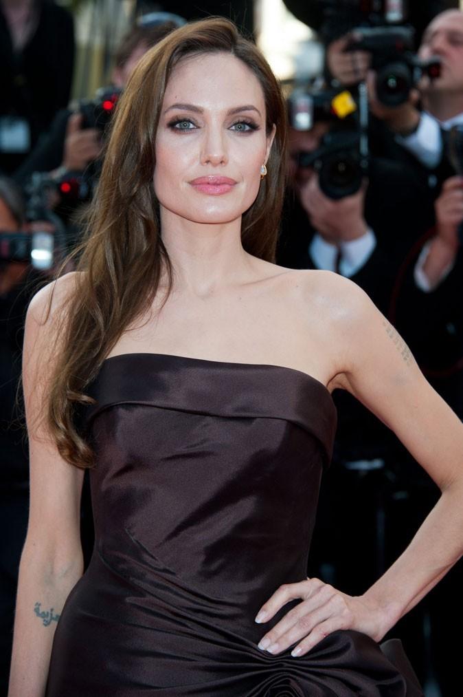 Angelina Jolie : une coiffure avec raie sur le côté en 2011