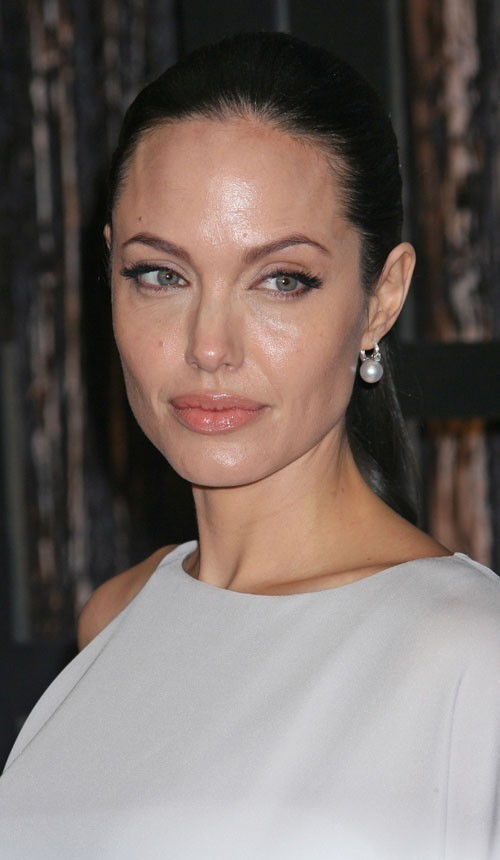 Angelina Jolie : une coiffure wet look en 2009