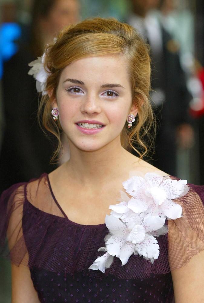 La fleur dans les cheveux d'Emma Watson en Mai 2004 !