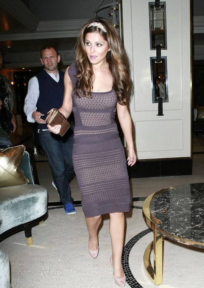 Cheryl Cole en Juillet 2009 : un bandeau qui lui donne un air taquin !