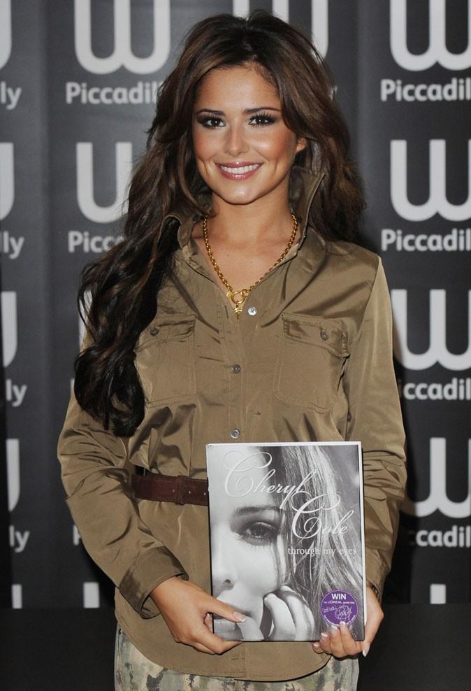 Cheryl Cole en Octobre 2010 : une coupe floue avec des extensions !