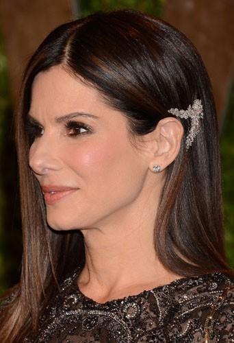 Comme Sandra Bullock, jouez-vous là branché avec un bijou de cheveux !