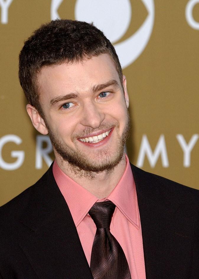 Coiffure de Justin Timberlake en 2004 : et une barbe de trois jours, c'est mieux !