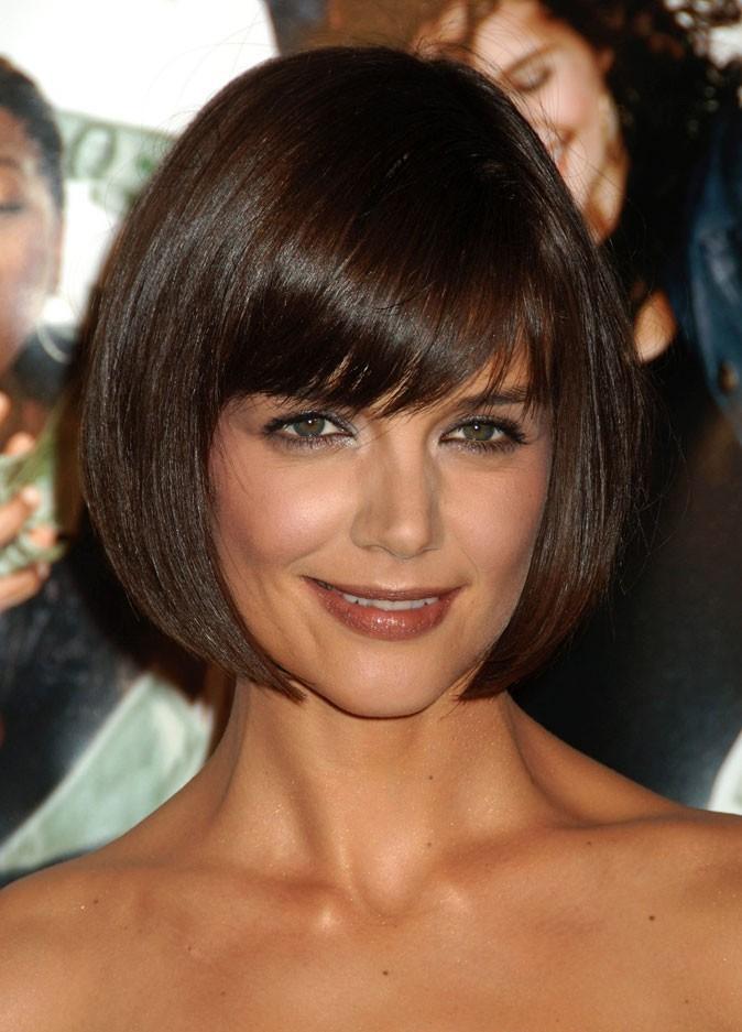 Coiffure de Katie Holmes en janvier 2007 : elle passe à la frange avec son carré !