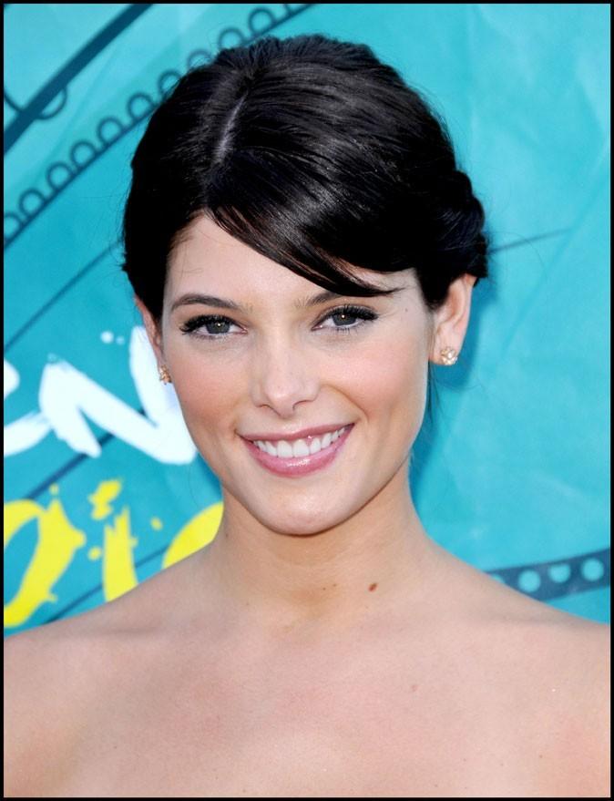 Coiffure d'Ashley Greene en août 2009 : l'actrice passe à une couleur plus intense et plus dark
