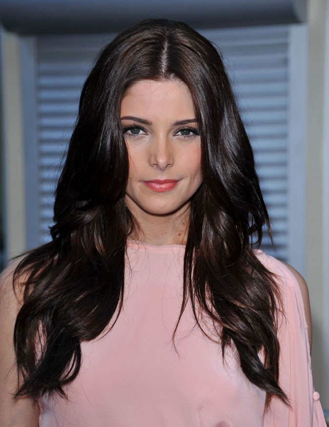 coiffure d ashley greene en mai 2011 cheveux - Coloration Noir Corbeau