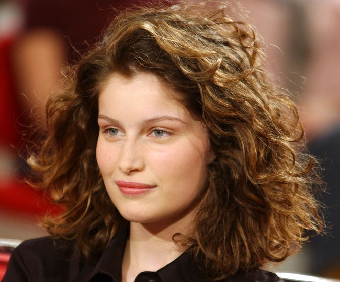 coiffures de laetitia casta d couvrez le cv capillaire de la bombe corse. Black Bedroom Furniture Sets. Home Design Ideas