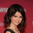 Coiffure de Selena Gomez en juin 2009 : un carré wavy