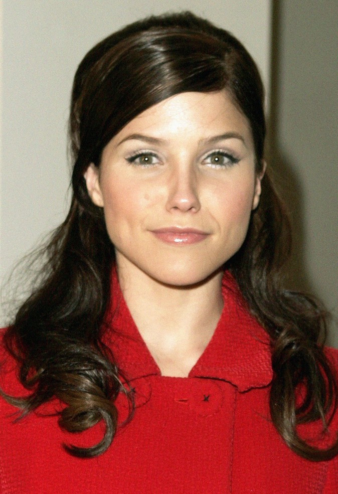 La demi-queue sage de Sophia Bush en Septembre 2006 !