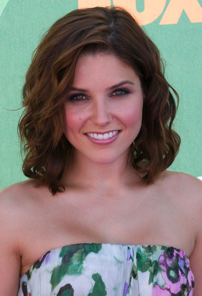 coiffures de sophia bush les cheveux de la star des. Black Bedroom Furniture Sets. Home Design Ideas