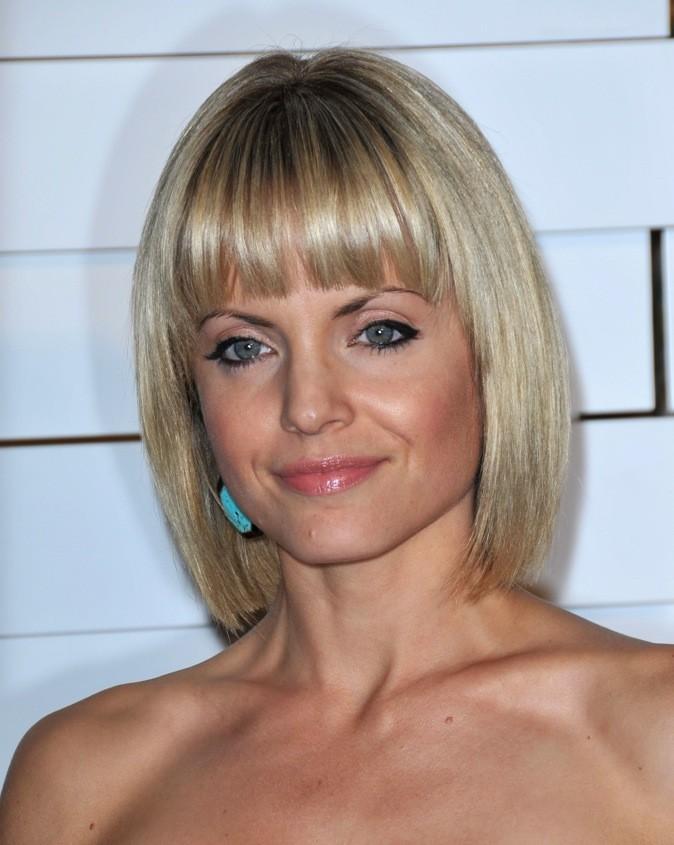 Mena Suvari : carré blond et frange, l'idéal pour souligner un aussi beau regard !