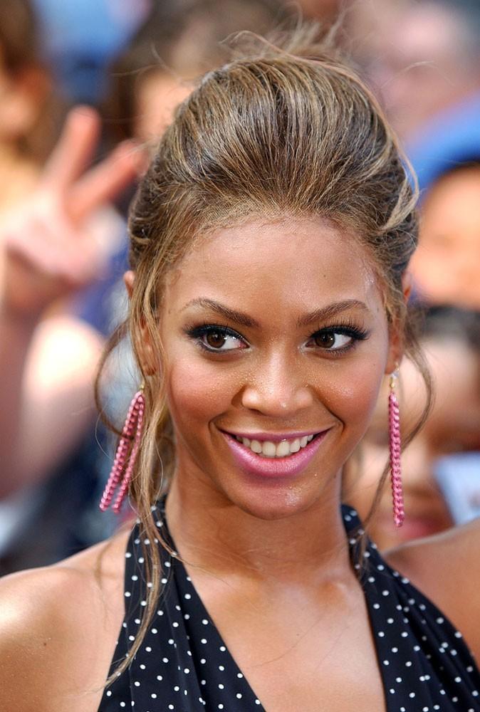 Le chignon coque de Beyoncé en Juin 2003 !
