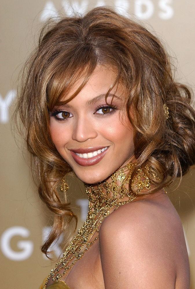 Le chignon flou de Beyoncé en Février 2004 !