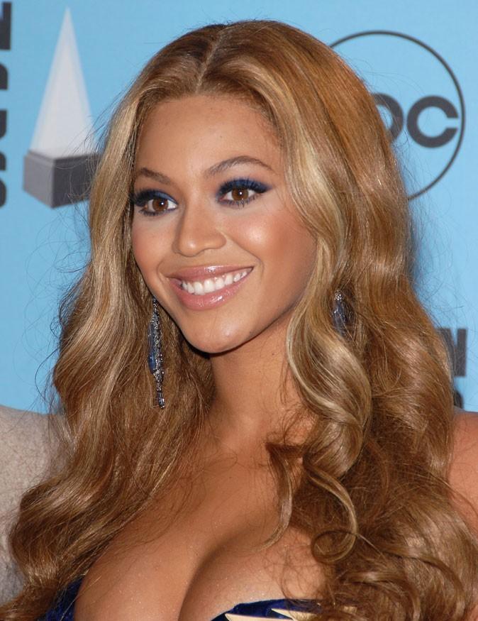 Les cheveux blonds ondulés de Beyoncé en Novembre 2007 !