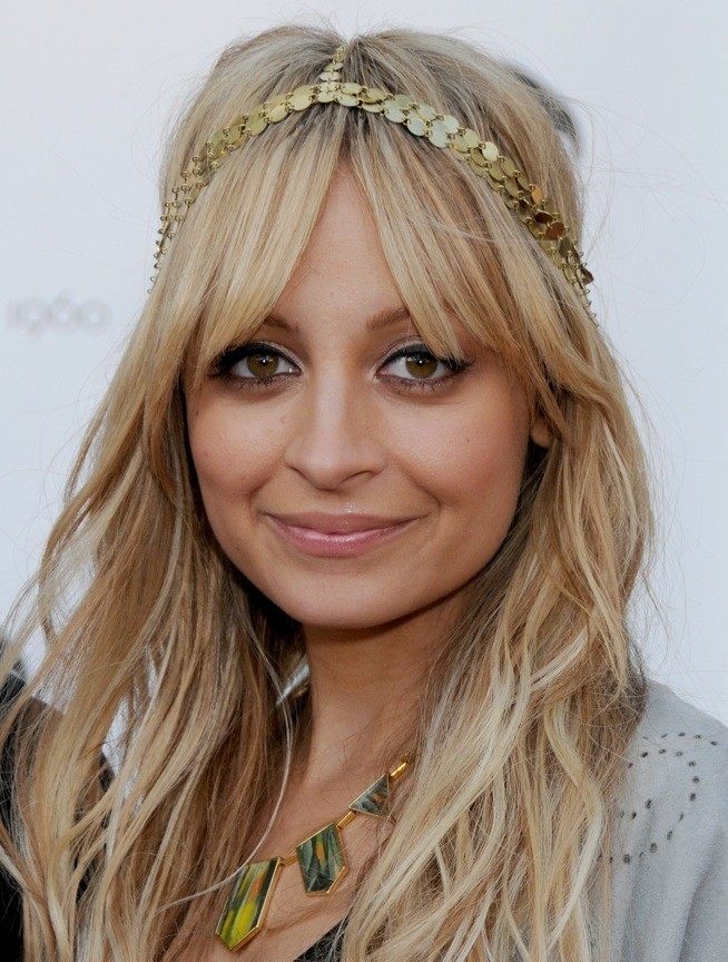 Nicole Richie et son headband House of Harlow 1960