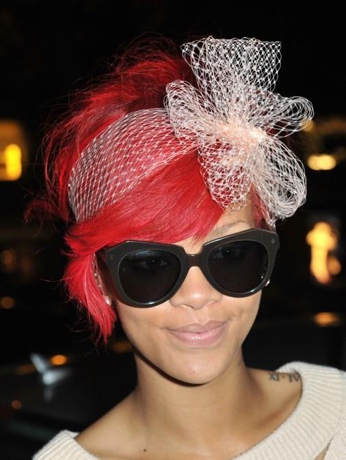 Rihanna et son headband en resilles