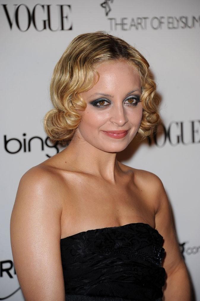 La coiffure crantée rétro de Nicole Richie en Janvier 2011 !
