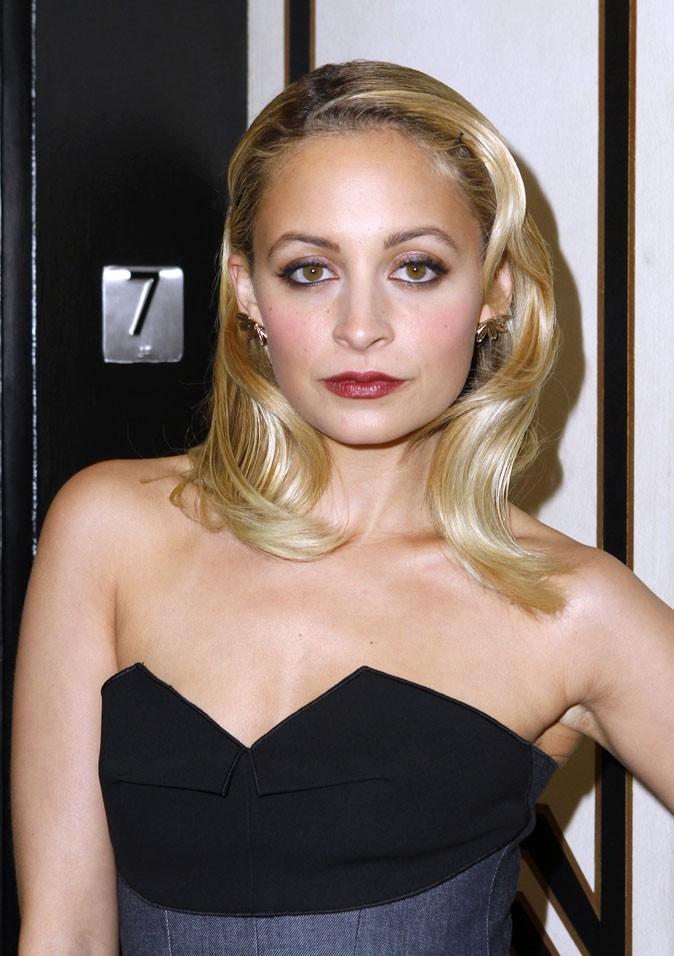 La coiffure rétro blonde de Nicole Richie en Février 2011 !