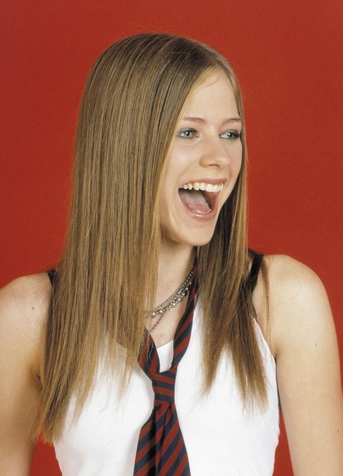 Avril Lavigne en 2003 : s'est-elle fait refaire les dents ?