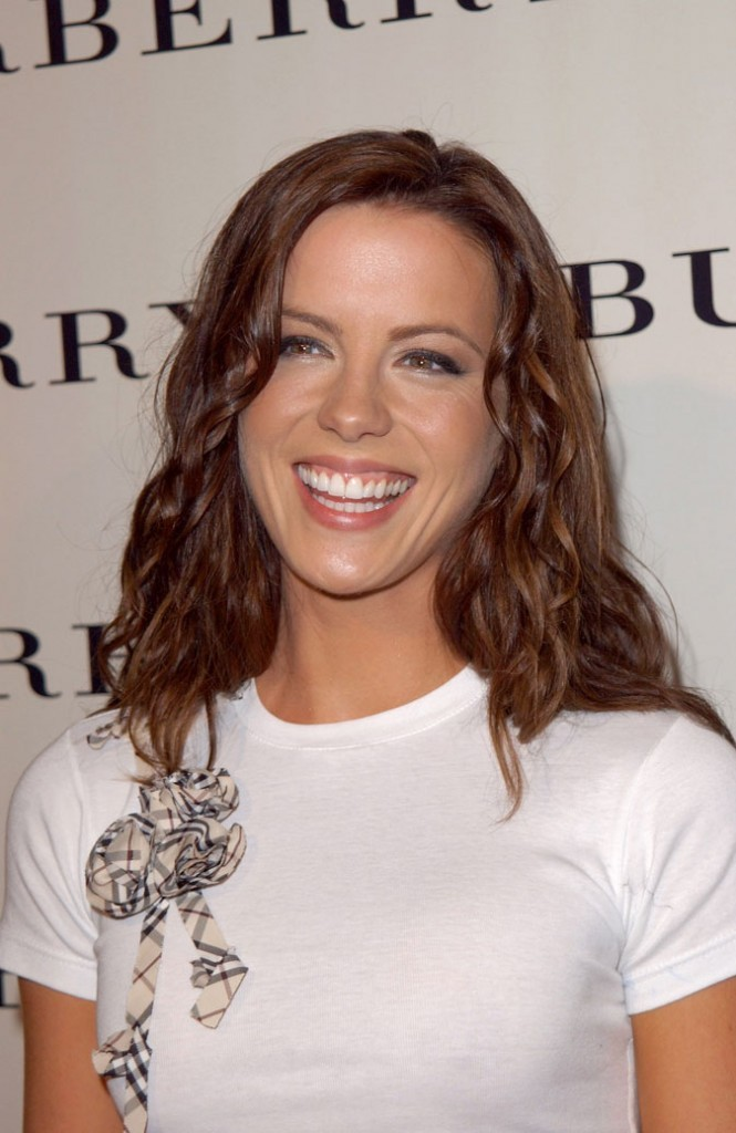 Kate Beckinsale en 2001 : s'est-elle fait refaire les dents ?