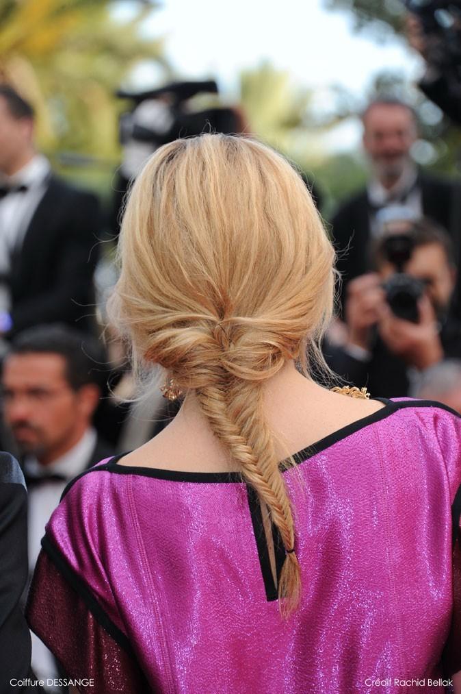 Coiffure de star au Festival de Cannes 2011 : la tresse en épi de Julie Gayet