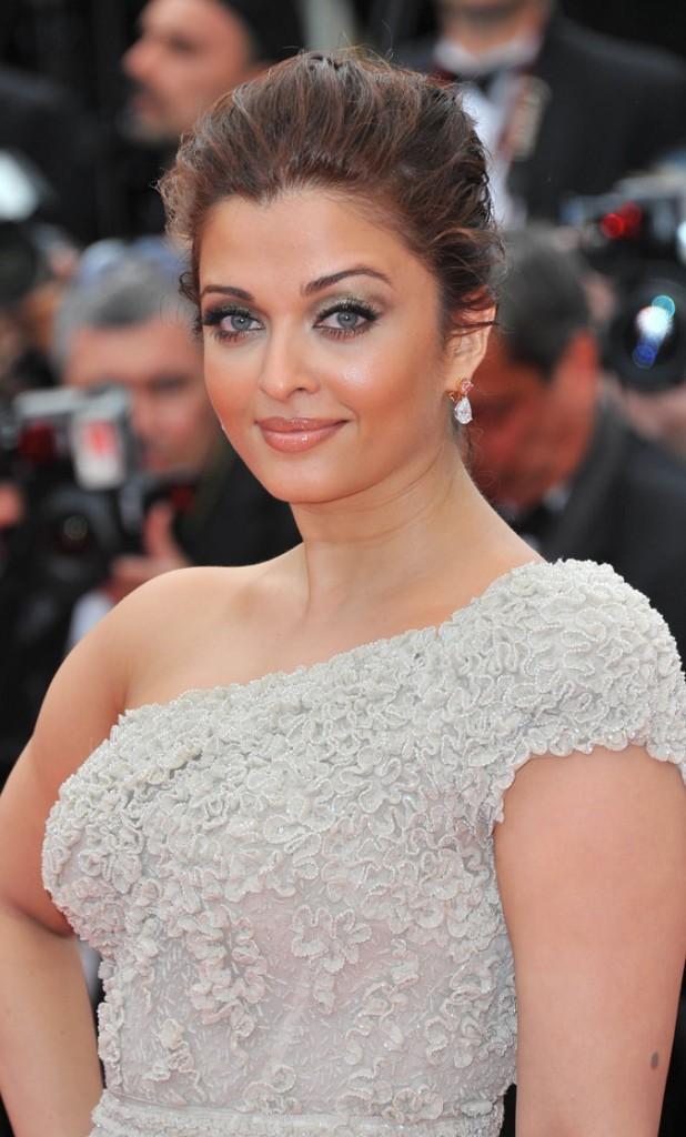 Coiffure de star au Festival de Cannes 2011 : le chignon mini coque d'Aishwarya Rai