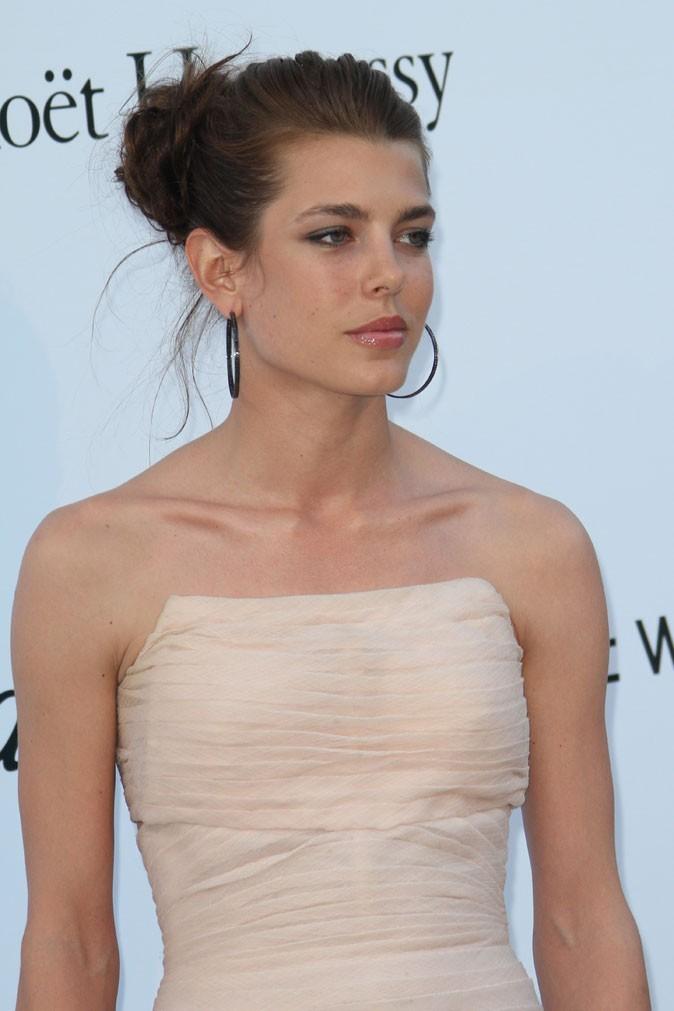 Coiffure de star au Festival de Cannes 2011 : le chignon preppy de Charlotte Casiraghi