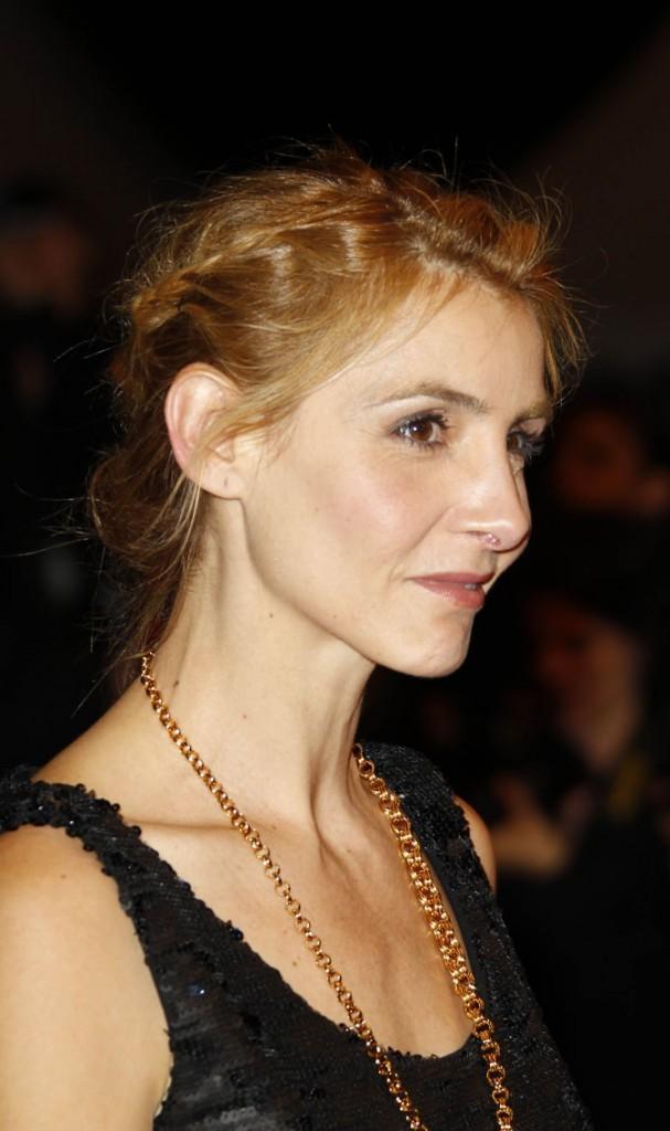 Coiffure de star au Festival de Cannes 2011 : le chignon tressé de Clotilde Courau