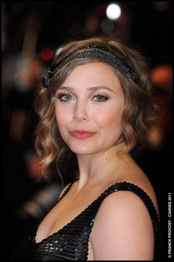 Coiffure de star au Festival de Cannes 2011 : le headband rétro d'Elizabeth Olsen
