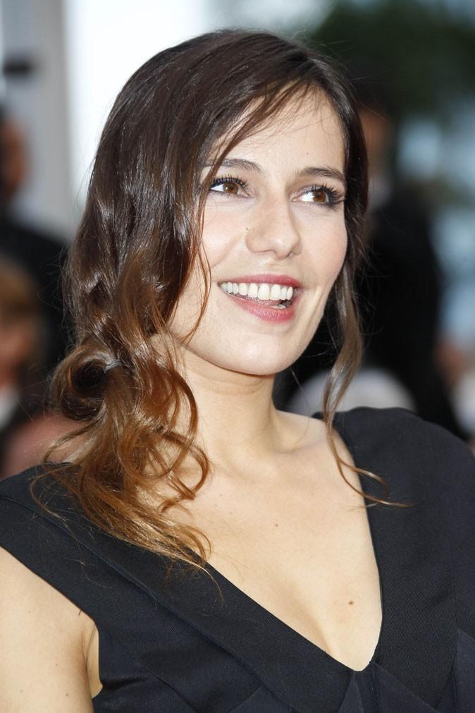 Coiffure de star au Festival de Cannes 2011 : les boucles entremêlées de Zoé Félix