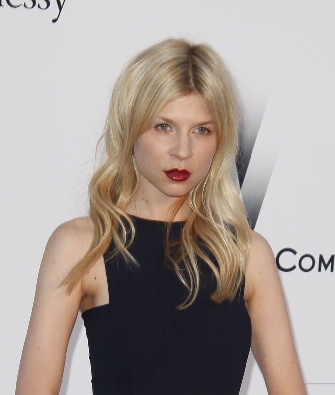 Maquillage de star au Festival de Cannes 2011 : le rouge à lèvres bordeaux de Clémence Poésy