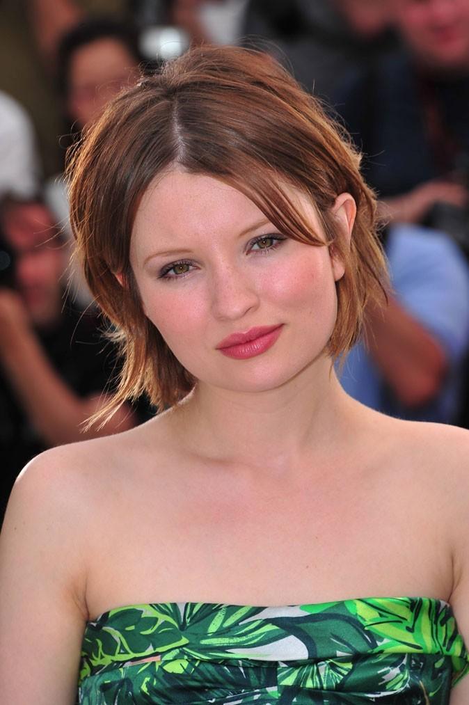 Maquillage de star au Festival de Cannes 2011 : le rouge à lèvres rose d'Emily Browning