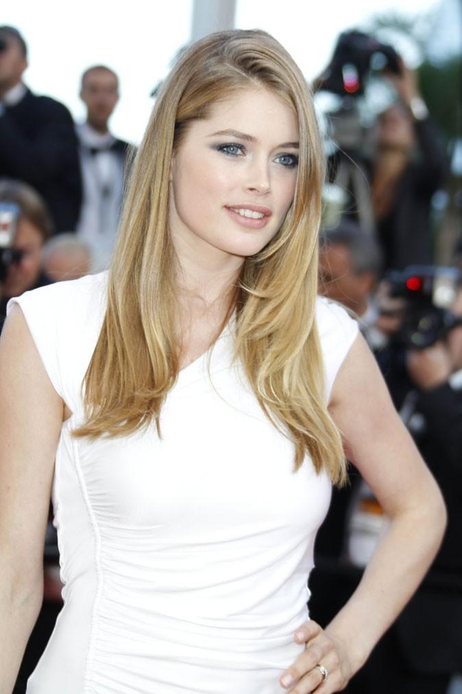 Maquillage de star au Festival de Cannes 2011 : le smoky eye bleu gris de Doutzen Kroes
