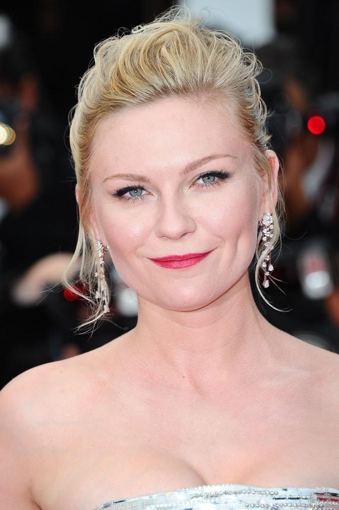 Maquillage de star au Festival de Cannes 2011 : les lèvres rouge framboise de Kirsten Dunst