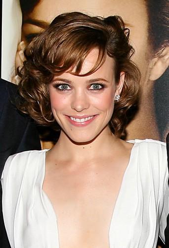 Rachel McAdams magnifique aussi en brune.