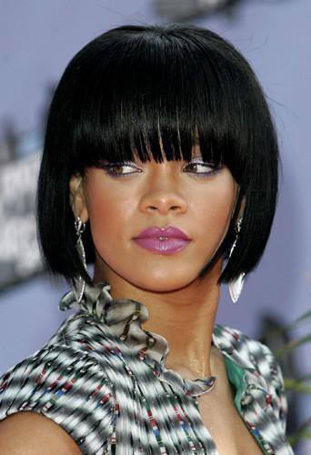 Rihanna et son carré court noir