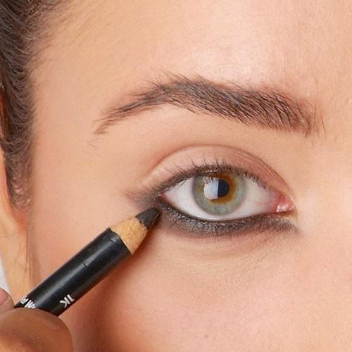 Mode d'emploi du smoky eye : le crayon noir