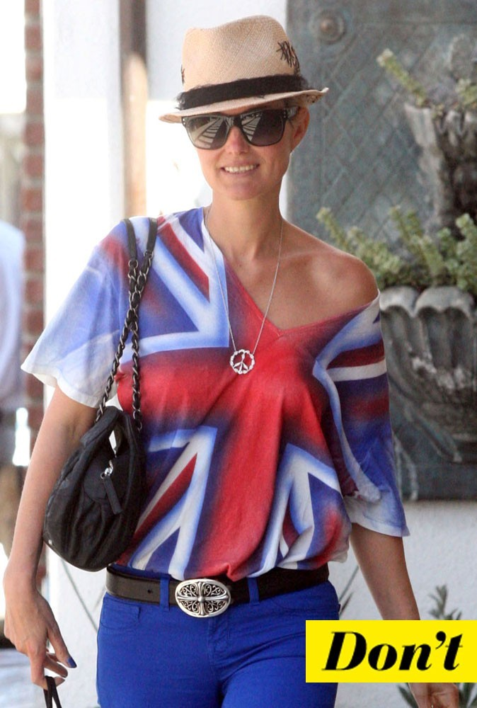 Look de star été 2011 : le top drapeau de Laeticia Hallyday