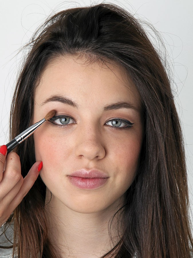 Maquillage d'AnnaLynne McCord : mode d'emploi du fard à paupières