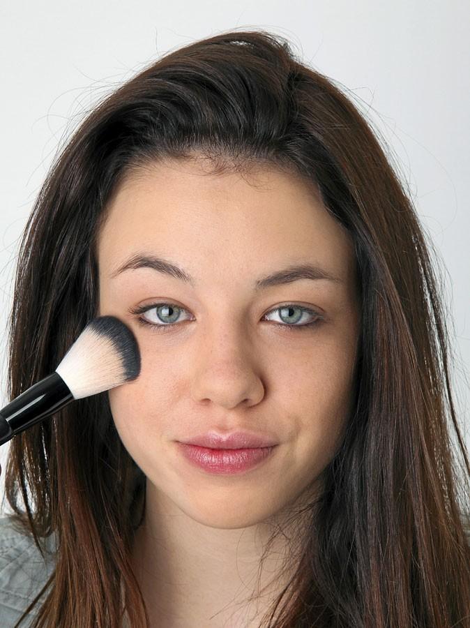 Maquillage d'AnnaLynne McCord : mode d'emploi du fond de teint