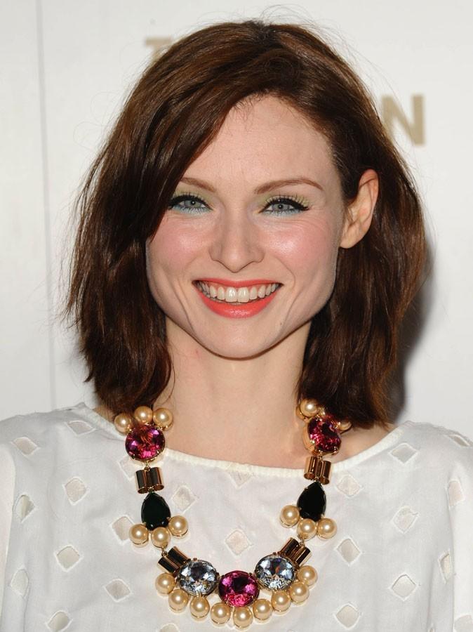 Maquillage été 2011 : malheureusement pour Sophie Ellis Bextor, le rouge à lèvres fait ressortir les dents jaunes...