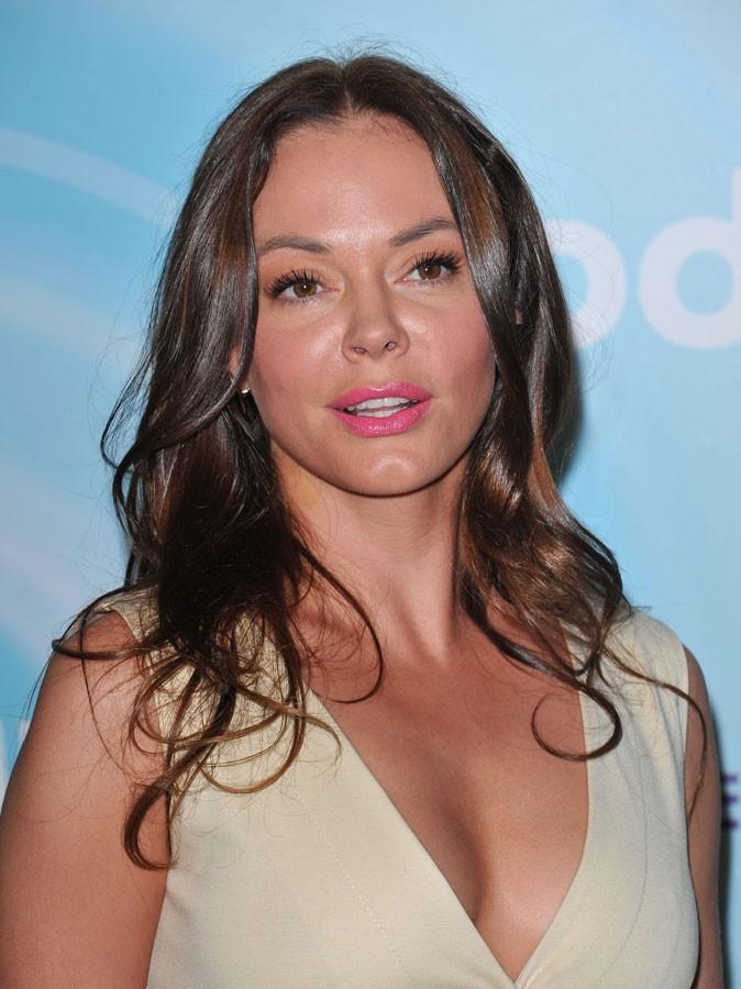 Maquillage été 2011 : Rose McGowan ne jure que par le rouge à lèvres... rose, pardi !