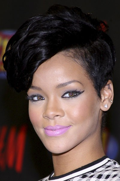 Photo : l'eye-liner rétro de Rihanna