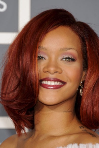 Photo : le maquillage des yeux dégradé violet de Rihanna