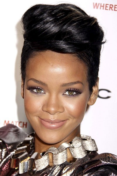 Photo : le smoky eye violet de Rihanna
