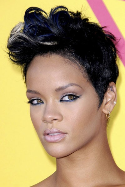 Photo : le trait d'eye-liner croisé de Rihanna