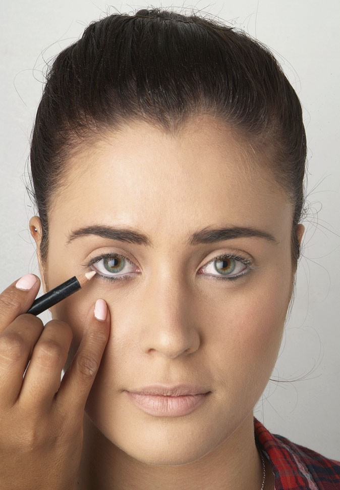 Mode d'emploi de l'eye-liner : anticernes et crayon blanc