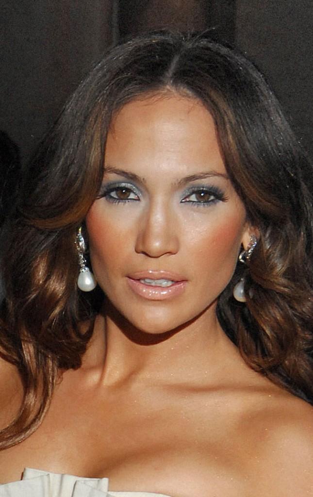 Maquillage de Jennifer Lopez : un smoky eye argenté